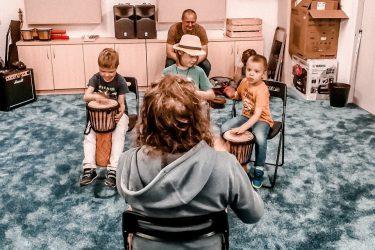 FabLab Pobite Gary, warsztaty muzyczne, nauka gry na bębnach