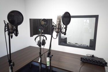 studio nagraniowe z mikrofonami